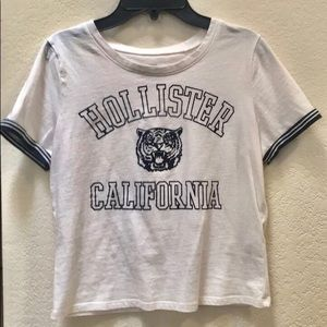 Hollister Graphic Cropped Tee